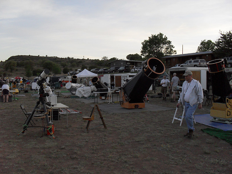 The Upper field coming alive as people prepare for a night's observing :)